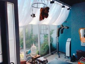 ガラス張りのオシャレな美容室